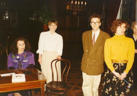 Od lewej siedzi Isabelle Colin Dufresne - Ultra Violet, Katarzyna Jasińska (Dział Promocji), Grzegorz Musiał (Galeria 86 w Łodzi), Joanna Bojarska (Dział Rysunku i Grafiki Nowoczesnej), x