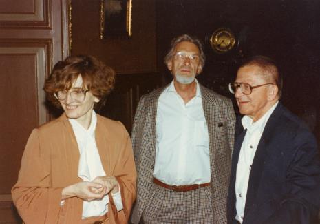Od lewej Joanna Bojarska (Dział Rysunku i Grafiki Nowoczesnej), x, Ryszard Stanisławski
