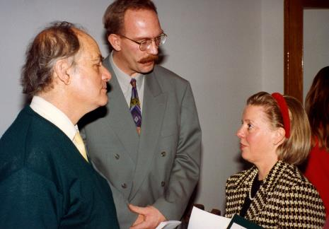 Od lewej Carel Visser, wicedyrektor Van Reekum Museum Appeldoorn, żona ambasadora Holandii