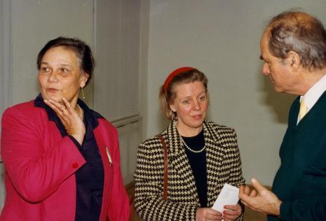 Od lewej pani Visser, żona ambasadora Holandii, Carel Visser