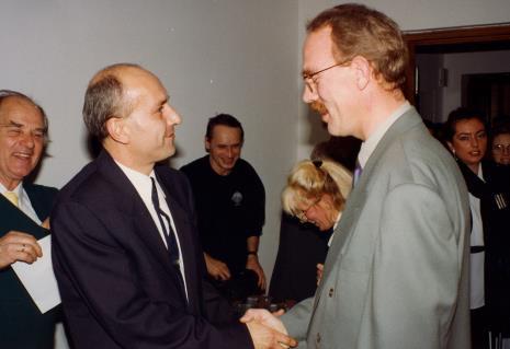 Od lewej Carel Visser, dyr. Jaromir Jedliński (ms), Jacek Bigoszewski (PWSSP w Łodzi, x, wicedyrektor Van Reekum Museum Appeldoorn, red. Beata Szuszwedyk (TVP Łódź)