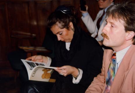 Konferencja prasowa w sali odczytowej ms, z lewej red. Beata Szuszwedyk (TVP)