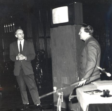 Od lewej Jan Trzupek (Galeria Krzysztofory w Krakowie), dyr. Jaromir Jedliński, Krzysztof Miklaszewski
