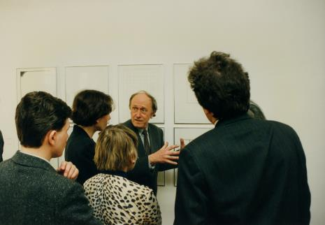Stanislav Kolíbal oprowadza gości po wystawie