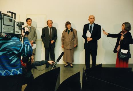 Od lewej P. Łukasiewicz (Ministerstwo Kultury i Sztuki), Stanislav Kolíbal, x, dyr. Jaromir Jedliński, red. Krystyna Namysłowska