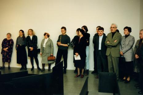 Od lewej Alina Szałowska (Dział Dokumentacji Naukowej), x, x, Maria Słupecka (Dział Księgowości), x, Urszula Czartoryska (Dział Fotografii i Technik Wizualnych, Cezary Pawlak (Dział Naukowo – Oświatowy), Ryszard Hunger (PWSSP w Łodzi), x, płk. Marian Gwizdka (TPSP w Łodzi)