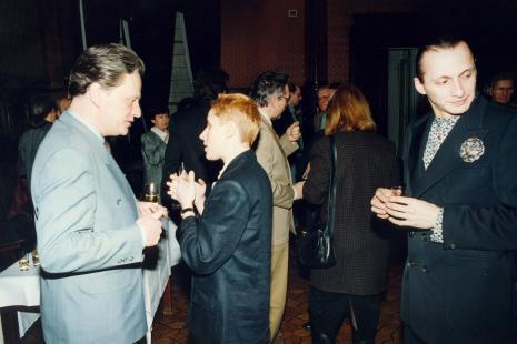 Poczęstunek w sali odczytowej ms, z lewej dyr. Jacek Piwkowski (Wydział Kultury UMŁ), z prawej Pierre Bernier