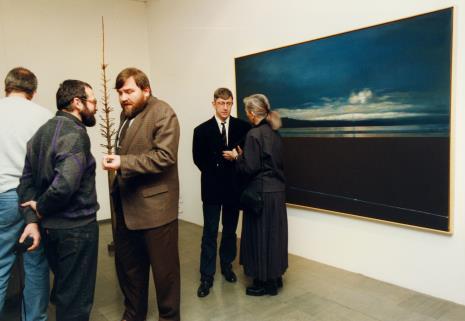 Od lewej x, x, Andrzej Starmach (Starmach Gallery w Krakowie), malarz Andrzej Wełmiński (Teatr Cricot 2 w Krakowie), Barbara Gostomska