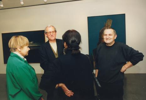 Od lewej Janina Ładnowska (Dział Sztuki Nowoczesnej), Zbigniew Gostomski, Romana Hałat (tyłem), Aleksander Hałat