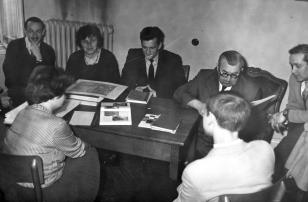 U góry druga z lewej dr Teresa Kmiecińska-Kaczmarek (Dział Naukowo - Oświatowy)