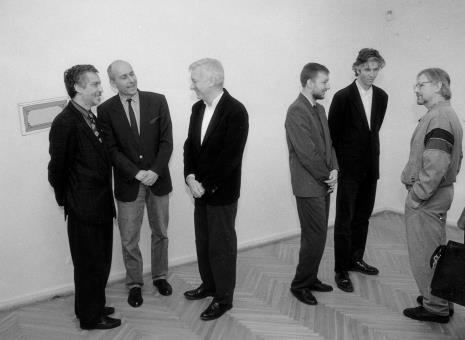 Od lewej Lech Leszczyński (Urząd Miasta Łodzi), dyr. Jaromir Jedliński, Michael Craig-Martin, Artur Zaguła (GR), Mark Piplott (krytyk sztuki, asystent artysty), Edward Łazikowski