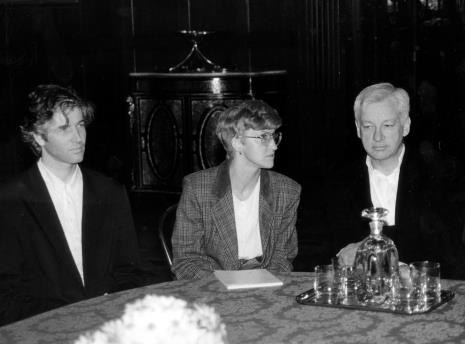 Od lewej Mark Piplott (krytyk sztuki, asystent artysty), Agnieszka Grochulska (tłumaczka), Michael Craig-Martin
