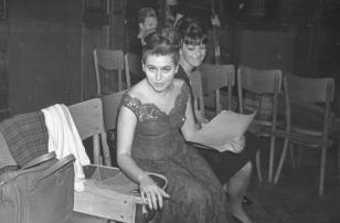 Z lewej Delfina Ambroziak (sopran), solistka Teatru Wielkiego w Łodzi w sali odczytowej ms przed pierwszym koncertem
