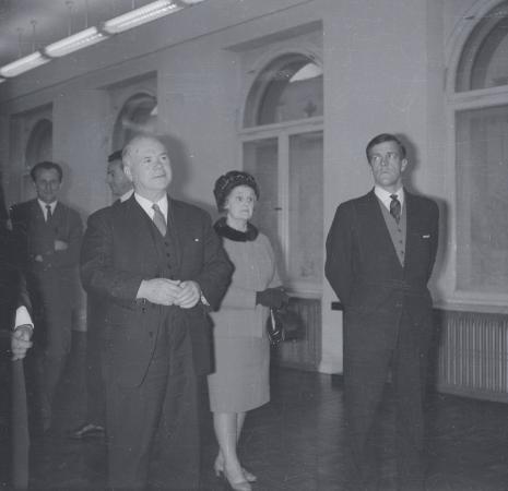 Na pierwszy planie brytyjscy goście: Lord Nottingham z żoną i sekretarzem ambasady brytyjskiej w Polsce