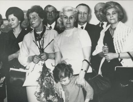 Rodzina Karola Hillera. Z kwiatami siostra Maria