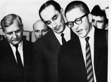 Od lewej Józef Spychalski (I sekretarz KŁ PZPR), Wincenty Kraśko (kierownik Wydziału Kultury KC PZPR), dyr. Ryszard Stanisławski
