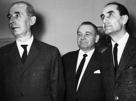 Od lewej Zenon Kliszko, Edward Kaźmierczak (przewodniczący Rady Narodowej), Wojciech Wilski (dyrektor Zespołu ds. plastyki w MKiS)
