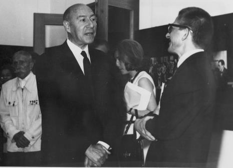 Od lewej Tadeusz Szmidt, Michel Seuphor, dyr. Ryszard Stanisławski