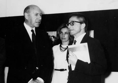 Od lewej Michel Seuphor, tłumaczka, dyr. Ryszard Stanisławski