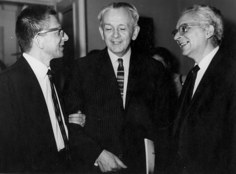 Od lewej dyr. Ryszard Stanisławski, Jan Brzękowski, Mieczysław Porębski