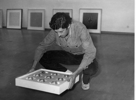 Przed otwarciem wystawy: Eduardo Landi