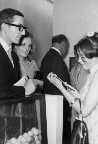 Wernisaż: z lewej Ennio Chiggio z żoną B. Chiggio