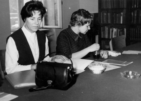 Od lewej red. Krystyna Tamulewicz (Polskie Radio), Janina Ładnowska (Dział Sztuki Nowoczesnej)