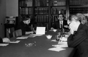 Od lewej: Janina Ładnowska (Dział Sztuki Nowoczesnej), dyr. Ryszard Stanisławski, red. Roman Janisławski (PAP)