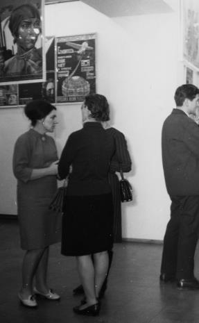 Z lewej Regina Marquadt (Dział Realizacji Wystaw i Wydawnictw)