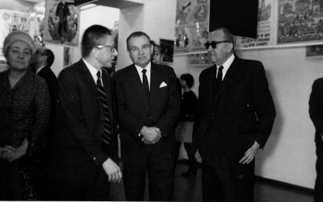 Od lewej Michalina Tatarkówna-Majkowska (członek KC PZPR), dyr. Ryszard Stanisławski, Edward Kaźmierczak (przewodniczący Rady Narodowej), Eugeniusz Ajnenkiel (Muzeum Ruchu Rewolucyjnego w Łodzi)