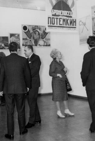 Od lewej dyr. Ryszard Stanisławski, Edward Kaźmierczak (przewodniczący Rady Narodowej w Łodzi), Michalina Tatarkówna-Majkowska