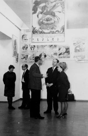 Od lewej Teresa Kmiecińska-Kaczmarek (Główny Inwentaryzator), kustosz Mieczysław Potemski (Dział Sztuki Dawnej), Tadeusz Byczko (Miejski Konserwator Zabytków)