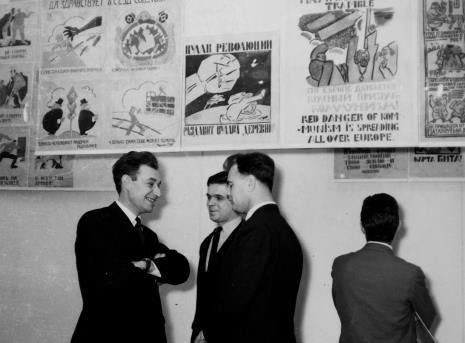 Od lewej H. Przybylski (Politechnika Łódzka), dr Jacek Ojrzyński (Dział Dokumentacji Naukowej), A. Wilkanowski (kierownik Wydziału Kultury i Sztuki WRN)