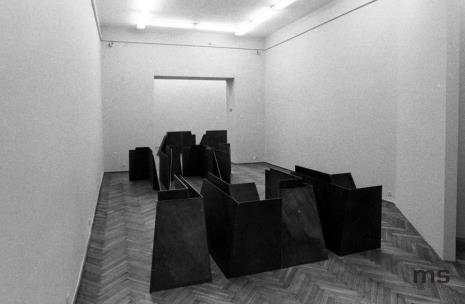 Widok na salę z pracami Roydena Rabinowitcha