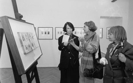 Od lewej komisarz wystawy Urszula Czartoryska (Dział fotografii i Technik Wizualnych), red. Krystyna Namysłowska (Polskie Radio), Janina Ładnowska (Dział Sztuki Nowoczesnej)