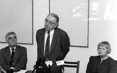 Konferencja prasowa, od lewej  dr Jacek Ojrzyński (p.o. dyrektora ms), Stanisław Fijałkowski, komisarz wystawy Janina Ładnowska (Dział Sztuki Nowoczesnej)