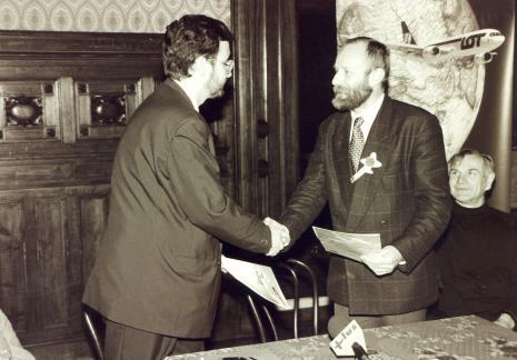 Przedstawiciel PLL LOT i dyr. Mirosław Borusiewicz (ms)