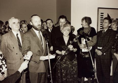 Od lewej dr Jacek Ojrzyński (wicedyrektor ms), red. Mieczysław Gumola, dyr. Mirosław Borusiewicz (ms), x, dyr. Tomasz Rosset (PLL LOT), Nika Strzemińska, Bożena Kowalska, Andrzej Gieraga