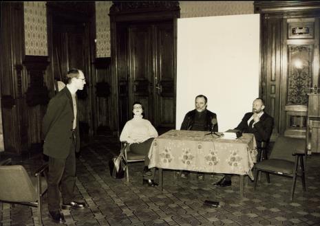 Konferencja prasowa, od lewej Maciej Kostro (Dział Promocji), tłumaczka, Robert Schad, dyr. Mirosław Borusiewicz (ms)