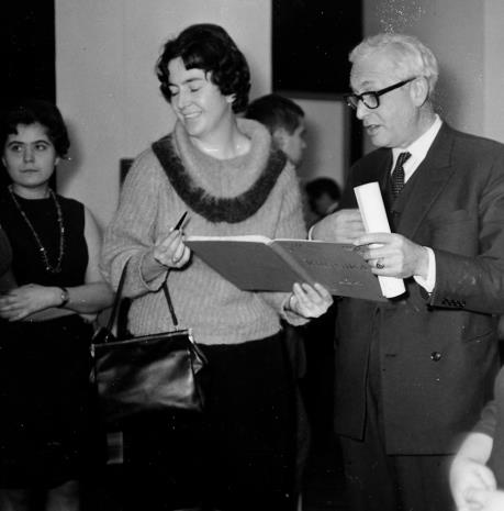 Od lewej M. Straszewicz (tłumaczka), Janina Ojrzyńska (Dział Naukowo - Oświatowy), Arnauld Wapler (Ambasador Francji w Polsce)
