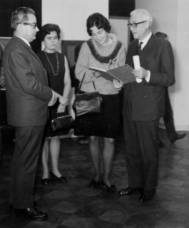 Od lewej Robert Chatel (attache kulturalny ambasady francuskiej), M. Straszewicz (tłumaczka), Janina Ojrzyńska (Dział Naukowo - Oświatowy), Arnauld Wapler (Ambasador Francji w Polsce)