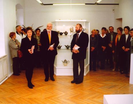 Od lewej Danuta Pospiech (Galeria 526 Poleskiego Ośrodka Sztuki), x, kuratorka wystawy Dorota Berbelska (ms), x, Jeremy Eyres (dyrektor The British Council), dyr. Mirosław Borusiewicz (ms)