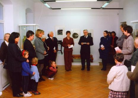 (W środku) Dorota Berbelska (ms) i Jacek Ojrzyński (wicedyrektor ms) otwierają wystawę