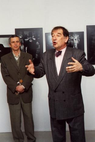 Kurator wystawy Krzysztof Jurecki (Dział Fotografii) i Krzysztof Gierałtowski