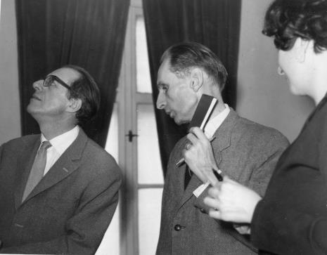 Od lewej prof. Andrzej Ryszkiewicz (Katolicki Uniwersytet Lubelski), doc. Jacek Woźniakowski (Katolicki Uniwersytet Lubelski), Janina Ojrzyńska (Dział Naukowo - Oświatowy)