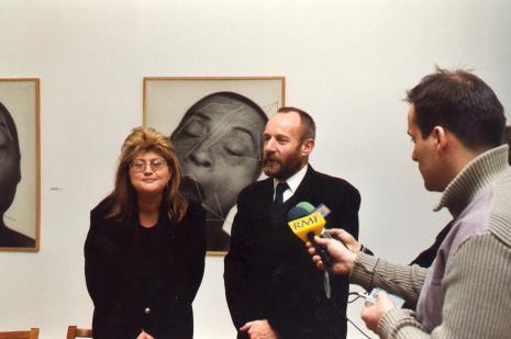 Od lewej Tatiana Wojda (właścicielka Galerii Ars Nova w Łodzi), dyr. Mirosław Borusiewicz (ms), reporter Radia RMF FM