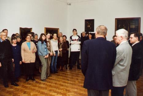 Otwarcie, pierwszy z lewej malarz Wiesław Garboliński, z prawej kurator wystawy Dariusz Kacprzak (Dział Sztuki Obcej)