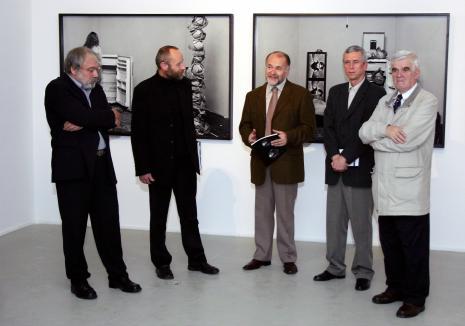 Od lewej Wiesław Hudon, dyr. Mirosław Borusiewicz (ms), Grzegorz Sztabiński (ASP w Łodzi), kurator wystawy Krzysztof Jurecki (Dział Fotografii i Technik Fotograficznych), Jacek Ojrzyński (wicedyrektor ms)