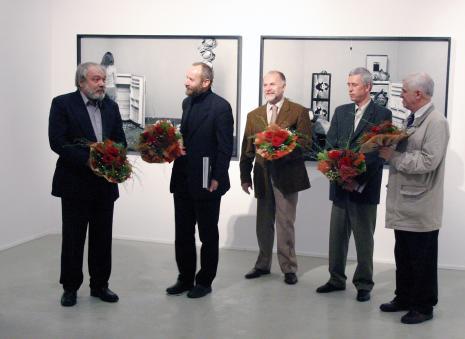 Od lewej Wiesław Hudon, dyr. Mirosław Borusiewicz (ms), Grzegorz Sztabiński (ASP w Łodzi), Kryzsztof Jurecki (Dział Fotografii i Technik Fotograficznych), dr Jacek Ojrzyński (wicedyrektor ms)