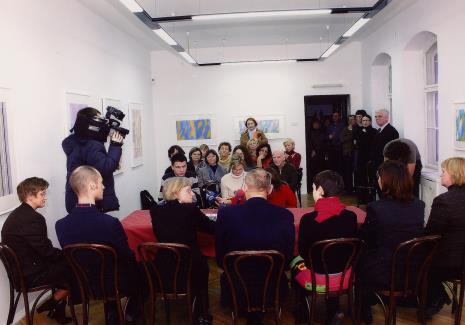 Konferencja prasowa, pod ścianą od prawej Jacek Ojrzyński (zastępca dyrektora ms), Katarzyna Tośta (Dział Promocji), Joanna Świnoga (sekretariat)